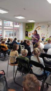 Bērnu literatūras centrā tikšanās ar rakstnieci Inesi Pakloni